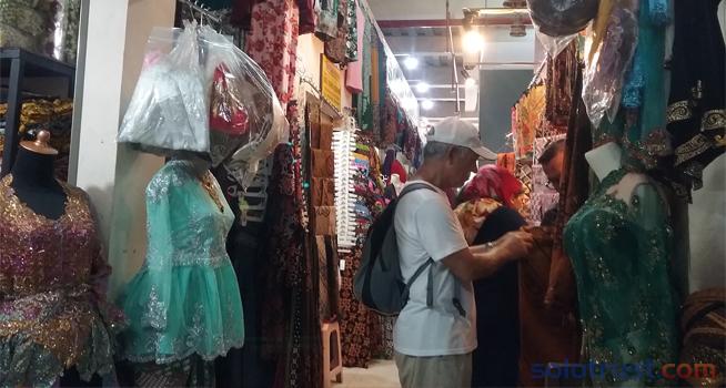 Pedagang Pasar Klewer Keluhkan Omset Akhir Tahun 1ce2448222