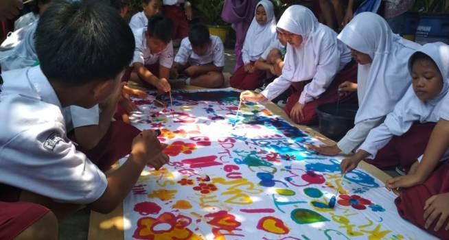 Hari Batik Nasional Ratusan Siswa Sd Tugu Warnai Motif Batik